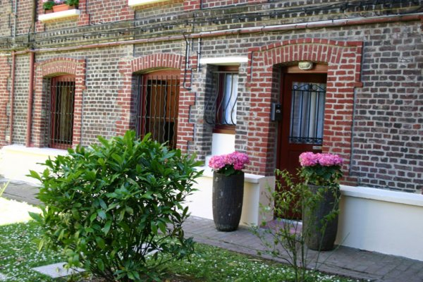 Overview of d house jardin rouen france book d house for Appart city rouen