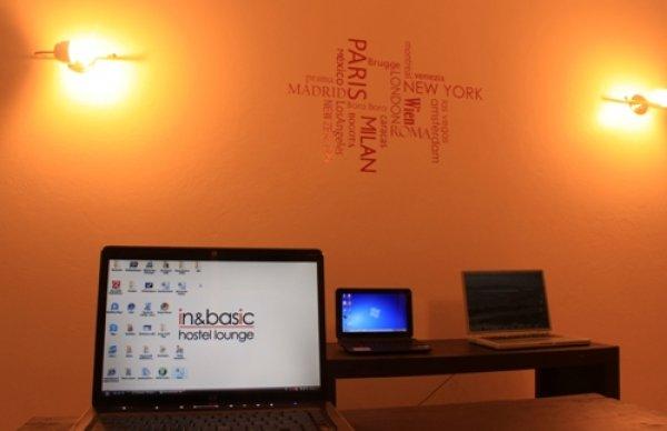 Hostal In & basic  Lounge