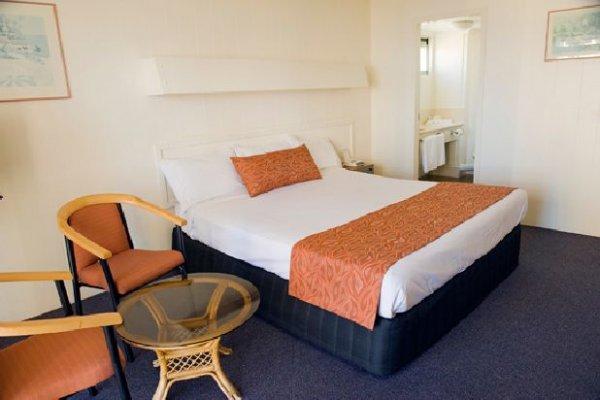 Islander Resort Hotel