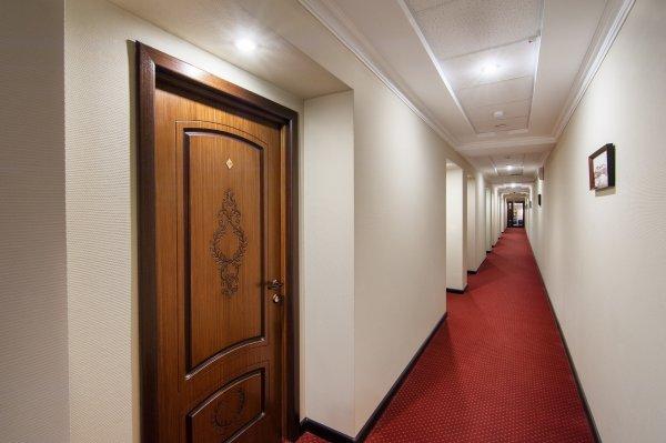 Auberge Express Hotel &