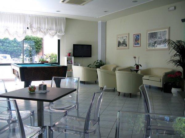 Tres Jolie Hotel
