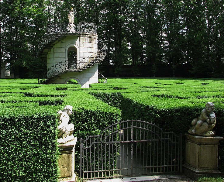 Célèbre Lose yourself in the world's 10 most beautiful labyrinths  ZO94