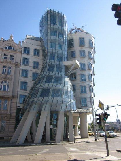 The Dancing House (big)