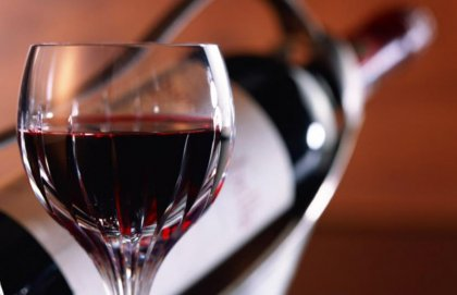 Ein Glas vom feinsten Taurasi (big)