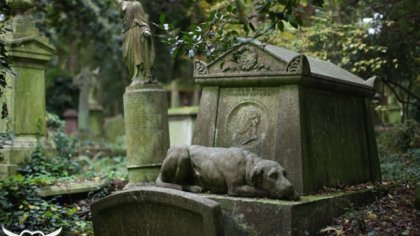 Highgate Cemetery, London (big)
