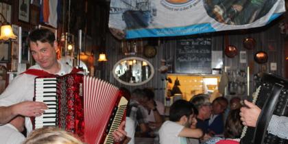 Die holländische Party-Atmosphäre des La Falote Restaurants (big)