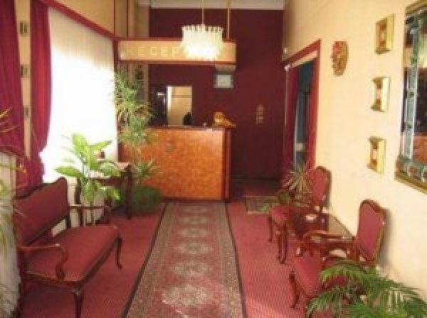 Lav Hotel