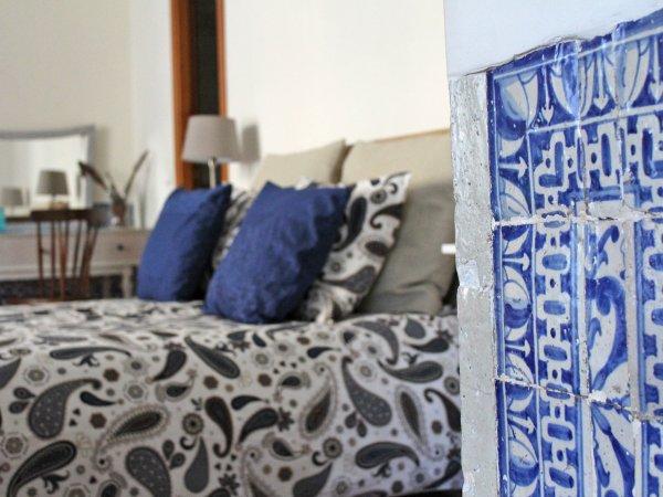 Johnie's Place Lisbon Hostel and Suites