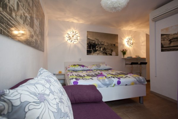 Veli Varos Apartments and Rooms