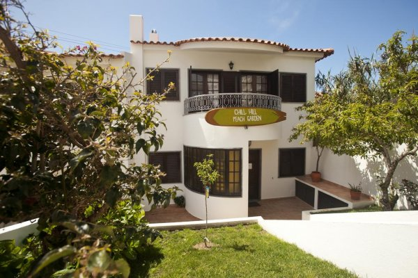 Ericeira Chill Hill Hostel and Private Rooms  - Peach Garden