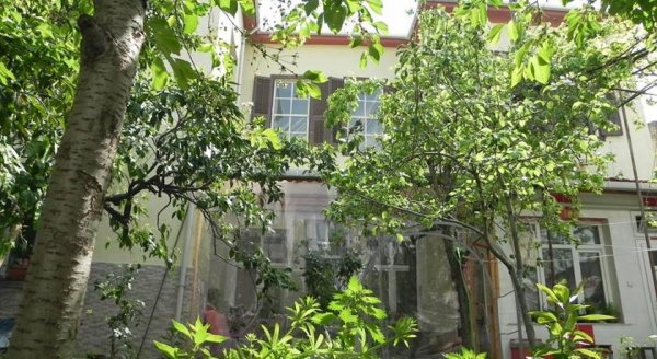Hostal Lotus Garden  İzmir