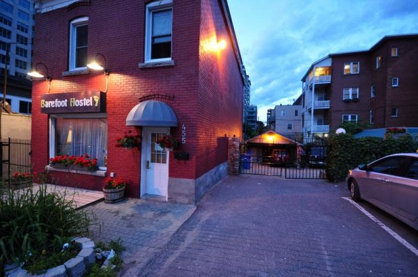 Barefoot Hostel - Female Only