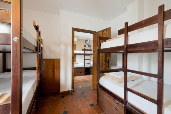 Hostal Oasis Backpackers'  Granada
